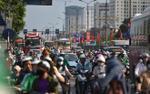 Bến xe, đường phố 'thất thủ' khi người dân ùn ùn trở lại trong ngày nghỉ lễ cuối cùng