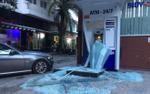 Ô tô mất lái đâm nát trụ ATM của ngân hàng BIDV