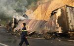 Đang đổ đèo Mang Yang, 2 container đâm nhau rồi bốc cháy dữ dội khiến 2 người thiệt mạng