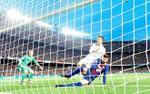 Ronaldo bị bong gân mắt cá chân khiến Real lo 'sốt vó'