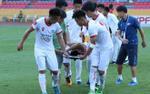 Bóng đá trở thành 'nghề nguy hiểm' ở Việt Nam