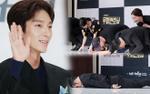 Họp báo 'Lawless Lawyer': Lee Jun Ki cùng dàn diễn viên cúi đầu, quỳ gối, nằm dài trên sân khấu chào fan