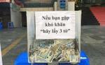 Thùng tiền từ thiện đặt ở vỉa hè Sài Gòn với lời nhắn 'Nếu bạn gặp khó khăn, hãy lấy 3 tờ' khiến cư dân mạng xôn xao