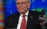 Tim Cook hỏi vì sao Warren Buffet không dùng iPhone, câu trả lời khiến ai nấy đều bất ngờ