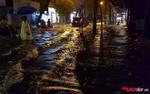 Phố cổ Hà Nội ngập trong biển nước sau mưa lớn nhất từ đầu năm