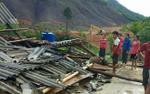 Lốc xoáy đánh sập và làm tốc mái hơn 60 ngôi nhà ở Nghệ An
