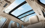 Cửa sổ trời có tác dụng gì mà xe sang nào cũng có?