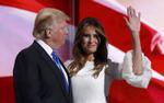 Cách mừng vợ xuất viện về nhà lạ thường của ông Trump
