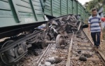 Hai tàu hàng tông nhau trong sân ga, tuyến đường sắt Bắc - Nam tê liệt