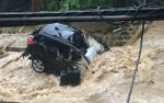 Lũ quét cuốn phăng ô tô, nhấn chìm thành phố ở Mỹ trong biển nước