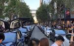 Dàn siêu xe đập cánh ăn mừng gây náo loạn cả một khu phố