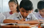 Những đứa trẻ chân đất ngày ngày theo học con chữ ở Sài Gòn