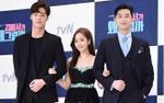 Park Min Young 'tình tứ' bên trai trẻ Park Seo Joon và Lee Tae Hwan tại họp báo 'Thư ký Kim'