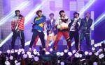 Săm soi loạt tai nghe đẹp - độc, vật bất ly thân của các anh chàng BTS khi lên sân khấu
