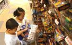 Phụ huynh 'săn lùng' đồ chơi bạc triệu cho trẻ ngày Quốc tế Thiếu nhi