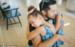 Xúc động khoảnh khắc cô bé 7 tuổi lần đầu gặp người lạ hiến tủy xương cứu sống mình