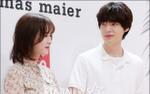 Lâu lắm mới xuất hiện cùng nhau, Ahn Jae Hyun mải đắm chìm vào nhan sắc của 'nàng cỏ' Goo Hye Sun