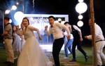 Điệu nhảy hút 8 ngàn like của cô dâu hóa ra chỉ quay trong đúng một lần bấm máy mà vẫn đẹp lung linh