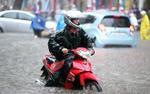 Cảnh báo áp thấp nhiệt đới trên Biển Đông, Nam Bộ mưa dông mạnh