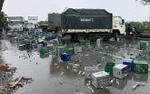 Container tông xe tải, hàng nghìn vỏ bia vương vãi trên QL5