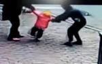 Dừng xe hỏi đường sau khi đi nhậu về, giám đốc doanh nghiệp bị dân đánh bầm dập