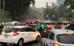 Đường biến thành sông sau mưa lớn, cửa ngõ sân bay Tân Sơn Nhất tê liệt