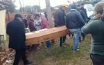 Đang tổ chức đám tang cho con trai thì 'người chết' trở về
