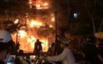 Cháy lớn trong đêm thiêu rụi căn nhà 5 tầng trên phố lồng đèn