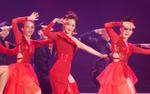 Chi Pu mang 'Đóa hoa hồng' đỏ rực rỡ sân khấu Chung khảo 'Hoa hậu Việt Nam 2018'
