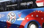 Điểm khác biệt thú vị trên những chiếc xe buýt giống hệt nhau của các đội bóng tại World Cup 2018