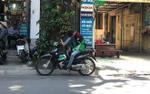 Xót lòng cảnh sinh viên Hà Nội 'bạt mạng' mưu sinh ngoài đường giữa nắng nóng gần 50 độ C, đêm về 'giam mình' trong phòng trọ 'bát quái'