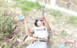 Dây điện dân sinh vắt ngang đường quấn vào cổ, người đàn ông bị giật tử vong
