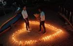 Màn cầu hôn của cặp đồng tính nam từng là 'tình địch' khiến cư dân mạng 'phát sốt'