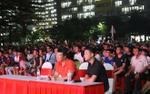 Hàng ngàn sinh viên hào hứng giao lưu với BLV Quang Huy tại kí túc xá duy nhất được chiếu trận chung kết World Cup 2018