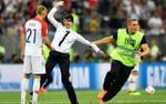 Phá hoại trận chung kết World Cup, nhóm nhạc chính thức lĩnh án tù