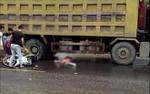 Người phụ nữ đi xe máy bị ô tô tải cán qua người tử vong thương tâm