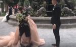 Chú rể không biết cách hôn cô dâu, thợ ảnh 'nóng mắt' nhảy vào hôn tới tấp để… làm mẫu