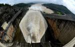 Cảnh tượng kinh hoàng khi đập thủy điện tại Lào vỡ: Nước ồ ạt đổ xuống nhấn chìm hàng nghìn ngôi nhà