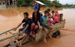 Chùm ảnh: Người dân chật vật trở về nhà sau thảm họa vỡ đập thủy điện ở Lào
