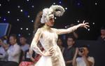 Thư Dung lạnh lùng mang 'sừng cừu' làm vedette show váy cưới