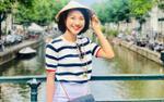 Đáng yêu như Hoàng Oanh, đội nón lá mang nét đẹp Việt đi khắp muôn nơi