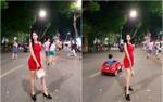 Mỹ nữ xứ Hàn khoe ảnh chụp tại phố đi bộ hồ Gươm