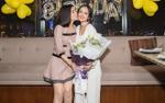 Cao Thái Hà diện váy ngắn đến mừng sinh nhật cô bạn gợi cảm Thanh Trúc