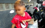 Bé trai 2 tuổi hút 2 bao thuốc một ngày gây choáng