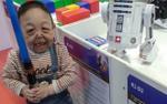 Cậu bé 6 tuổi da nhăn nheo, chảy xệ trông không khác cụ già 60