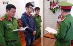 'Hiệu trưởng' tự phong 25 tuổi bị bắt, hàng trăm học viên và giáo viên hoang mang với chứng chỉ giả