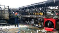 Ít nhất 12 người chết trong vụ cháy rụi 2 xe khách giường nằm ở Bình Thuận