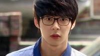 Không thể khó hiểu hơn: Thêm nạn nhân thứ 3 tố cáo Park Yoochun cưỡng hiếp