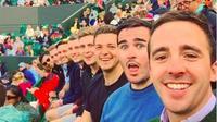 8 mỹ nam trong một bức ảnh: Đẳng cấp chụp hình tự sướng của trai đẹp là đây!