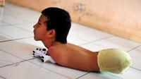Câu chuyện cảm động về nghị lực sống của cậu bé 11 tuổi không chân không tay